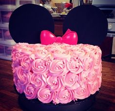 Found this Minnie Mouse cake on Instagram