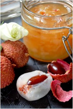 Litchis and Apple Jam - Cuisine and Cigars Lychee Jam, Lychee Fruit, Chutney, Dessert Simple, Lychee Recipes, Compote Recipe, Apple Jam, Fruit Compote, Easy Desserts