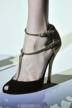 #Gucci Spring 2012 rtw #peeptoe #black #gold #chains #heels