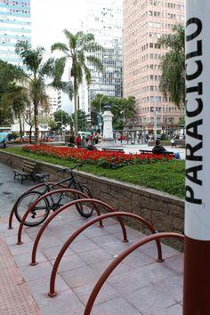 Paraciclo instalado na Praça Zacarias, no Centro. Curitiba, 25/05/2012 Foto: Luiz Costa/SMCS. Álbum - Prefeitura de Curitiba