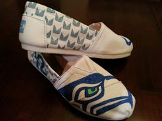 Made to order. Send me shoe size, color of shoe that you want and we can create a shoe that you love and can wear to show your team pride