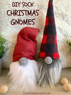 How to Make Christmas Gnomes: Sew and No Sew Instructions ⋆ Love Our Real Life Learn to how make your own DIY Christmas gnomes. Tutorial for no sew sock version as well as DIY gnomes using simple sewing. Christmas Gnome, Christmas Projects, Christmas Ideas, Decoration St Valentin, Gnome Tutorial, Gnome Hat, Sewing Basics, Sewing Tips, Sewing Hacks