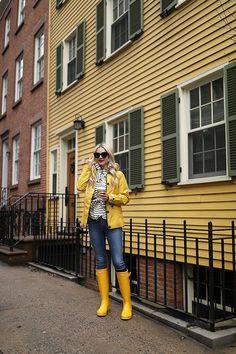 Ideas Yellow Rain Boats Outfit Winter Rainy Days For 2019 Rainy Day Outfit For Spring, Rainy Day Fashion, Cute Spring Outfits, Casual Winter Outfits, Outfit Of The Day, Outfit Winter, Outfits For Rain, Stylish Outfits, Yellow Rain Boots
