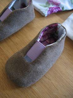 tecido exterior: fazenda tecido interior: algodão enchimentos: flanela fecho: elástico lilás dimensão: 10,2cm (aprox. 3-4 meses)