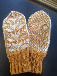 These lovelies are so Latvian. Fair Isle Knitting Patterns, Knitting Charts, Knitting Ideas, Fingerless Mittens, Knit Mittens, Crochet Gloves, Knit Crochet, Double Knitting, Hand Knitting