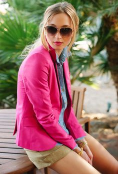 pink / chambray / gold or beige (no shorts for work) Chambray Shirt Outfits, Pretty Outfits, Cute Outfits, Metallic Shorts, Gold Shorts, Khaki Shorts, Hot Pink Blazers, Look Blazer, Stylish Sunglasses