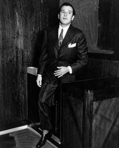 Bugsy Siegel at one of his many court dates. Herald Examiner Collection, photo dated May Real Gangster, Mafia Gangster, Don Draper, Joseph Morgan, Robert Downey Jr, James Bond, Bugsy Siegel, Mafia Crime, Be The Boss