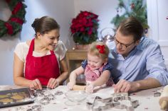 Estelle de Suède: atelier gâteau avec papa maman.