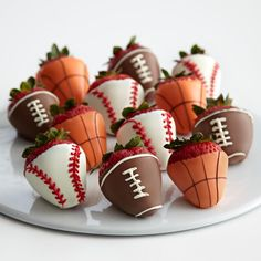 Dip fresh strawberries in chocolate and make them look like footballs, basketballs and baseballs. Very clever idea! Happy Father's Day!