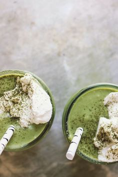 vegan matcha milkshakes // I used: unsweetened cashew milk; a blend of spinach, kale, and chard; I also doubled the matcha. Juice Smoothie, Smoothie Drinks, Healthy Smoothies, Healthy Drinks, Smoothie Recipes, Smoothie Mix, Matcha Smoothie, Matcha Milk, Vegetarian