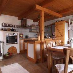 Aranżacja kuchni z ciepłym kolorem drewna, koronkami i porcelaną jest przytulna ale i nowoczesna. Umiejętne połączenie starych sprzętów z nowymi dodało rustykalnej kuchni świeżości i smaku. Przytulna aranżacja rustykalnej kuchni ZDJĘCIA. Best Breakfast Bars, Eat Breakfast, Pallet Kitchen Island, Kitchen Islands, Breakfast Nook Bench, Kitchen Chandelier, Elegant Kitchens, Modern Kitchen Design, Home Kitchens