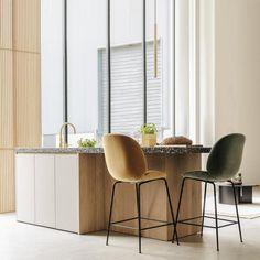 Family Kitchen, Bedroom Inspo, Kitchen Interior, Home Kitchens, Bar Stools, Terrazzo, Dining Room, Interior Design, Table