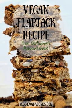This vegan flapjack recipe is the perfect munch for the trail. Jam packed with protein and slow-release energy making them the ideal fuel for the great outdoors. Vegan Breakfast Recipes, Vegan Recipes, Vegan Food, Soup Recipes, Vegan Energy Balls, Flapjack Recipe, Vegan Protein Sources, Hiking Food, Easy No Bake Desserts