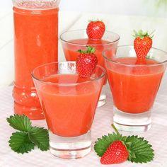 Lättgjord, härlig lemonad smaksatt med jordgubbar. Superläcker sommardryck!