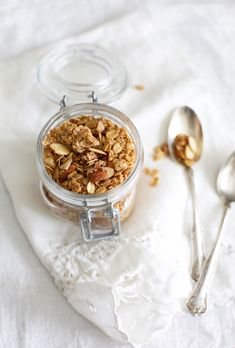 The tastiest fool-proof granola recipe that you won't be able to live without!