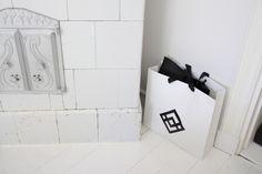 Homevialaura | Visiting the beautiful home of 5kulma.com | white wooden floor | Arela paper bag