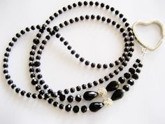 Stunning black and silver glasses chain lanyard. Beaded Jewelry Designs, Boho Jewelry, Glass Necklace, Beaded Necklace, Swarovski Pendant, Wire Wrapped Jewelry, Fashion Necklace, Black Silver, Jewelry Making