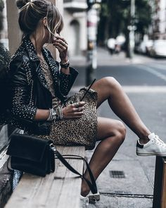 10 Incredible Unique Ideas: Urban Fashion Plus Size Dresses urban fashion streetwear. Mode Outfits, Urban Outfits, Fashion Outfits, Fashion Tips, Rock Chic Outfits, Style Fashion, Fashion Poses, Urban Dresses, Cheap Fashion