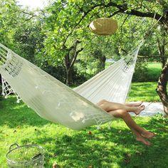 Back-to-basic kamperen: hou het vooral heel relaxed en nog 14 tips! Garden Hammock, My Secret Garden, Photoshoot Inspiration, Go Outside, Outdoor Camping, Outdoor Furniture, Outdoor Decor, Country Life, Glamping