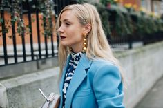 Street style: the best beauty looks seen around London Fashion Week Earring Trends, Mode Chic, Glam Girl, Hairstyle Look, Got The Look, Love Her Style, Beauty Trends, Stylish Girl, Fashion Week