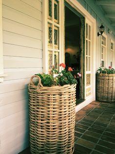 Love the tile patio:  Comparte via Facetune.