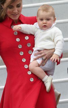 Los Duques de Cambridge y su hijo, el príncipe George, inician una gira por Oceanía