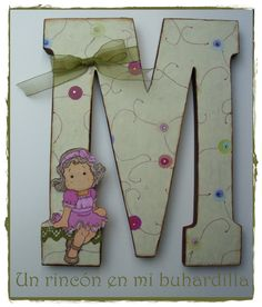 Letra M para regalar M Letter, Letter Wall, Arts And Crafts, Paper Crafts, Putz Houses, Toddler Christmas, Wooden Projects, Wood Letters, Baby Gifts