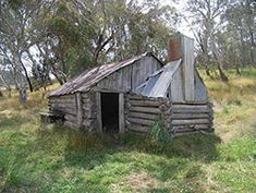 the old huts at licola Abandoned Houses, Abandoned Places, Colonial Cottage, Land Of Oz, Natural Homes, Old Farm Houses, Building Art, Old Barns, Old Buildings