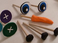 snowman kit _ I love this idea done with the dowels so that they stay on the snowman