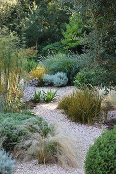 75 Front Yard Rock Garden Landscaping Ideas - front yard landscaping ideas with rocks Seaside Garden, Coastal Gardens, Garden Cottage, Dry Garden, Gravel Garden, Pebble Garden, Rockery Garden, Gravel Front Garden Ideas, Walkway Garden