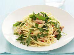 Für alle, die es scharf mögen. Pasta mit scharfer Rucola-Thunfisch-Soße - smarter - Zeit: 25 Min. | eatsmarter.de