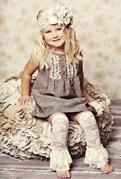 I need a pattern for THIS WHOLE OUTFIT! Especially the lacy ruffled leggings! Adorable, love the outfit