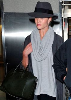 Rosie Huntington-Whiteley's trendy airport style on My Fash Avenue