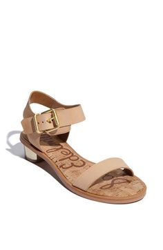 loving these sandals with the gold block heel!  I saw a similar pair from zara this past summer when I was in Hong kong,  so I've been on the hunt for a similar pair....come on sales!