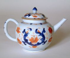 18TH CENTURY CHINESE PORCELAIN TEAPOT (CHINESE)