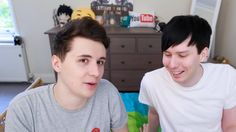 Lol what even happened to Dan's hair lolllll