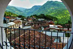 """☀ Pahuatlán, Puebla (Declarado #PuebloMágico en 2012)  Este sitio te sorprenderá con sus incontables riquezas arquitectónicas y culturales que """"pintan de color"""" las montañas donde nace el Totonacapan. ¡Descúbrelo! <3"""