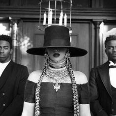 Acessórios de Beyoncé no clipe Formation.