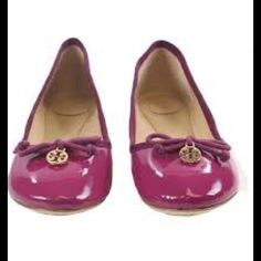 NIB TORY BURCH CHELSEA FUCHSIA FLATS The perfect slip-on-and-go shoe for effortless chic, our Chelsea Ballet Flat is a close cousin of the genuine ballerina slipper, with a little extra structure for support and comfort. A minimalist's must-have in rich leather with grosgrain ribbon trim and a tiny gold logo charm. Brand New never worn! Tory Burch Shoes Flats & Loafers