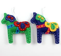 "Dala Horse Felt Ornaments                          ~ Don't know what ""dala"" means, but w/b great pattern for donkey for Nativity set."