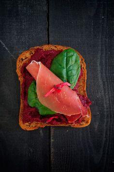 Punajuuri-hummusleipä gluteeniton