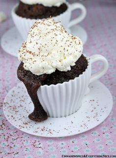 Hot Chocolate Cupcakes!  I really need one of these right this second.  @Reeni_Spice