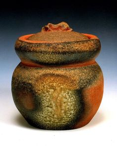 Water jar with lid for tea ceremony by Shiho Kanzaki
