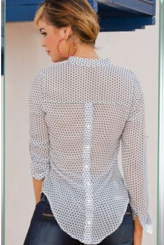 Hermosa blusa en chifon estampado Referencia BL137 Tallas: S,M,L,XL Color: Estampado Precio: $56000 Visítanos en www.comercializadoravyp.com
