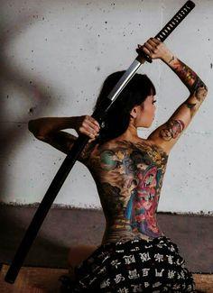 Yakuza woman's body portrait is full of tattoos, pretty but . Tattooed Women Full Body, Back Tattoo Women, Tattoos For Women, Full Tattoo, Full Back Tattoos, Constilation Tattoo, 5sos Tattoo, Paramore Tattoo, Tattoo Pics