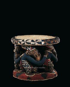 Royal Stool  ru mfo Cameroon, Foumban Bamum Kingdom 19th century Wood, hammered copper, cauris shells, beads H.: 57 cm  - African Sculptures - Les Musées Barbier-Mueller