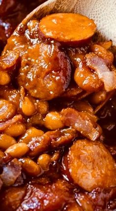 Baked Beans with Smoked Sausage Baked Beans with smoked sausage are super meaty and thick. Lots of sweetness from brown sugar, molasses, and ketchup. Smoked Sausage Recipes, Baked Bean Recipes, Pork Recipes, New Recipes, Crockpot Recipes, Beans Recipes, Chili Recipes, Amazing Recipes, Bbq Baked Beans
