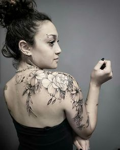 Today, millions of people have tattoos. From different cultures to pop culture enthusiasts, many people have one or several tattoos on their bodies. While a lot of other people have shunned tattoos… Diy Tattoo, Form Tattoo, Shape Tattoo, Tattoo Fonts, Tattoo Ideas, Sexy Tattoos, Cute Tattoos, Beautiful Tattoos, Body Art Tattoos