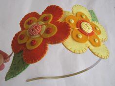 diadema con flores de fieltro