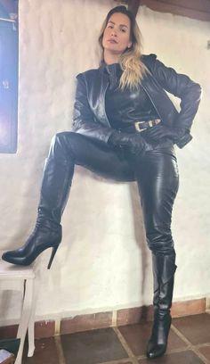 Leder Outfits, Black Leather Gloves, Leather Dresses, Leather Fashion, Women's Fashion, Sexy Outfits, Pants For Women, Alpha Female, Dominatrix